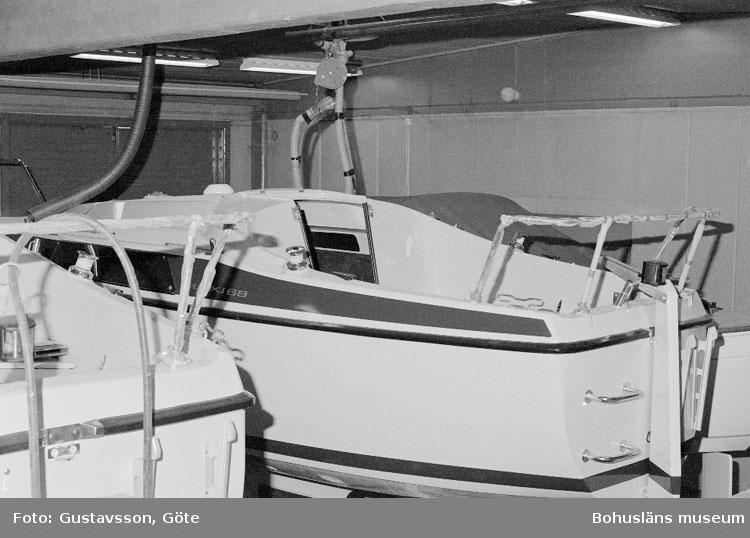 """Motivbeskrivning: """"Gullmarsvarvet AB, Ulseröd, (Maxi 68)."""" Datum: 19801031"""