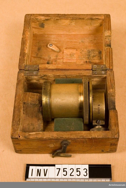 Grupp F.VI(överstruken) V.  Kontrolldel 1885 till riktinstrument till 8 cm kanon m/1881 och 1894. Lådan märkt 177 R på locket.