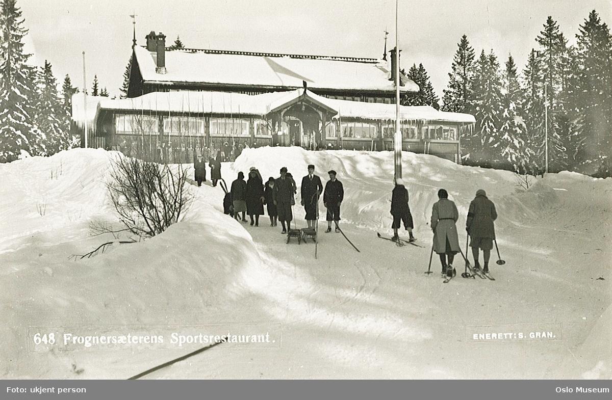Skimuseet, Frognerseteren sportsrestaurant, vei, mennesker, ski, kjelker, skog