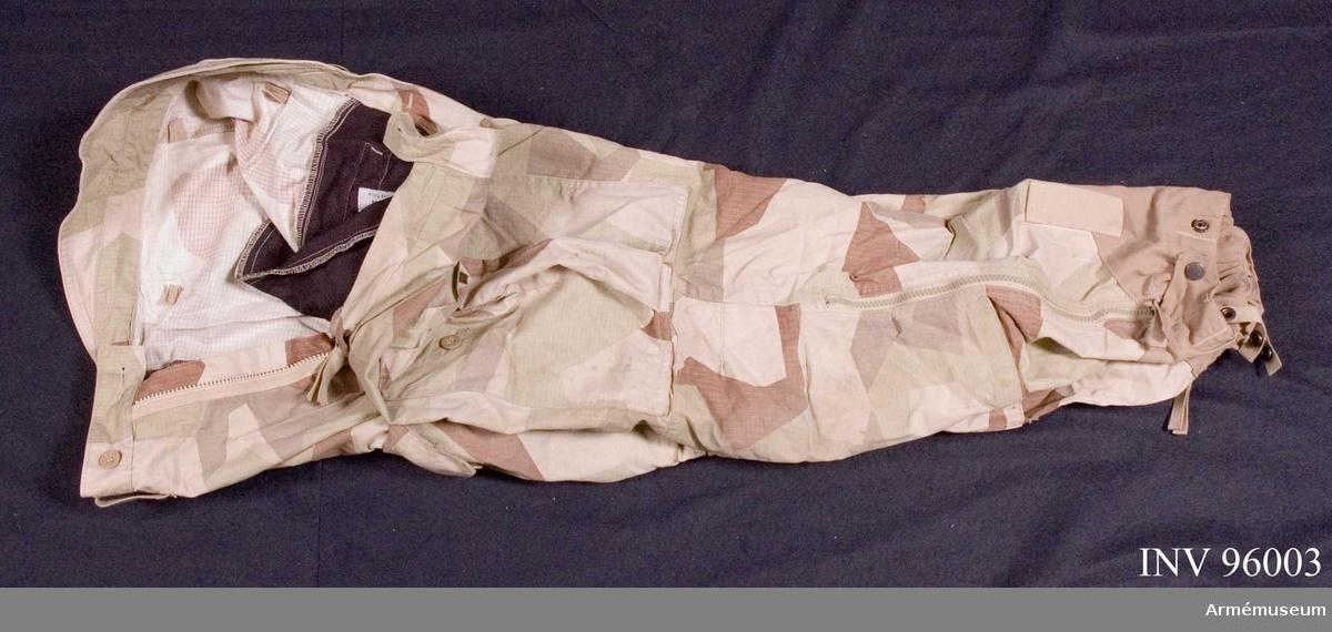 Utförda i ökenkamouflage. Tillverkade 2009 i Kina.
