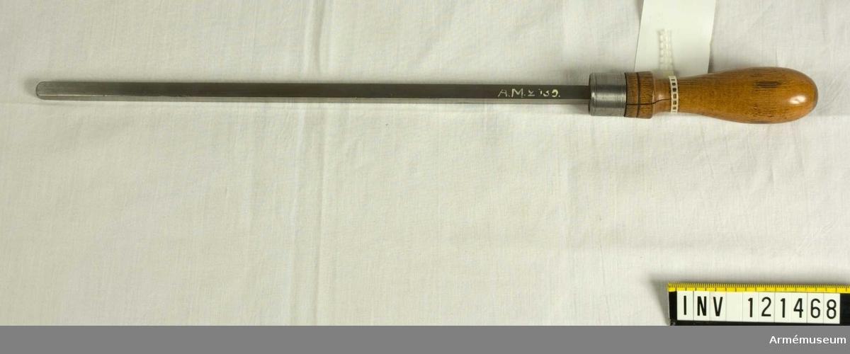 Mätsticka för undersökning av godstjockleken i botten på 12-pindiga och 24-pundiga granater, till granatkastarkanon m/1833 och m/1832.