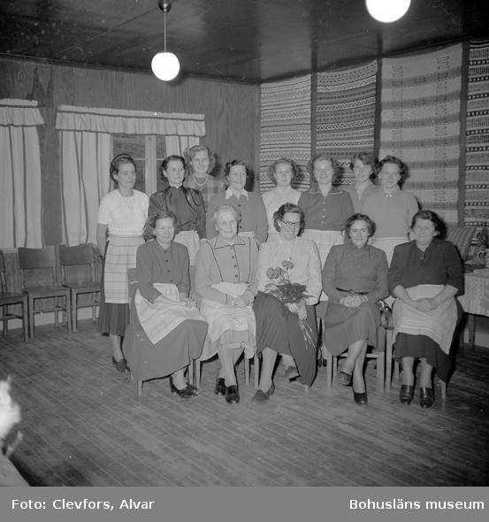 """Text till bilden: """"Vävkurs i Lyse. 1953.02.28""""           i"""