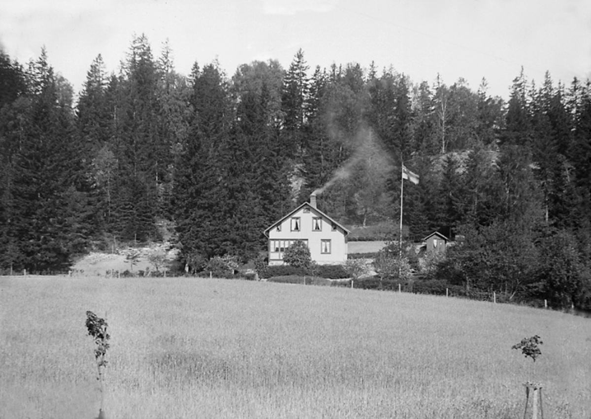 Villa Idun, Lyckorna, 1904.  Vy till E.B. En matt 15 x 18.
