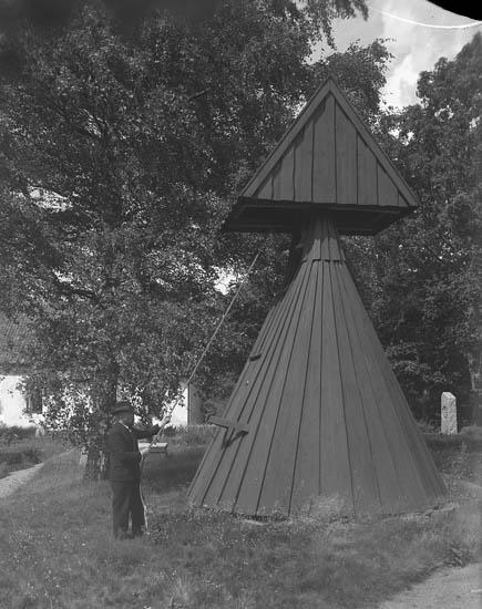 """Text till bilden:""""Resteröds kyrka klockstapel""""."""