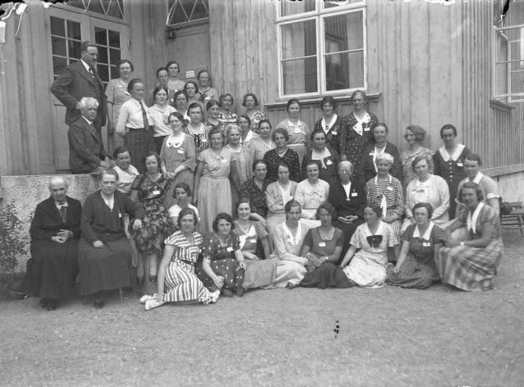 """Text till bilden:""""Lärarinne möte sommaren 1934""""."""
