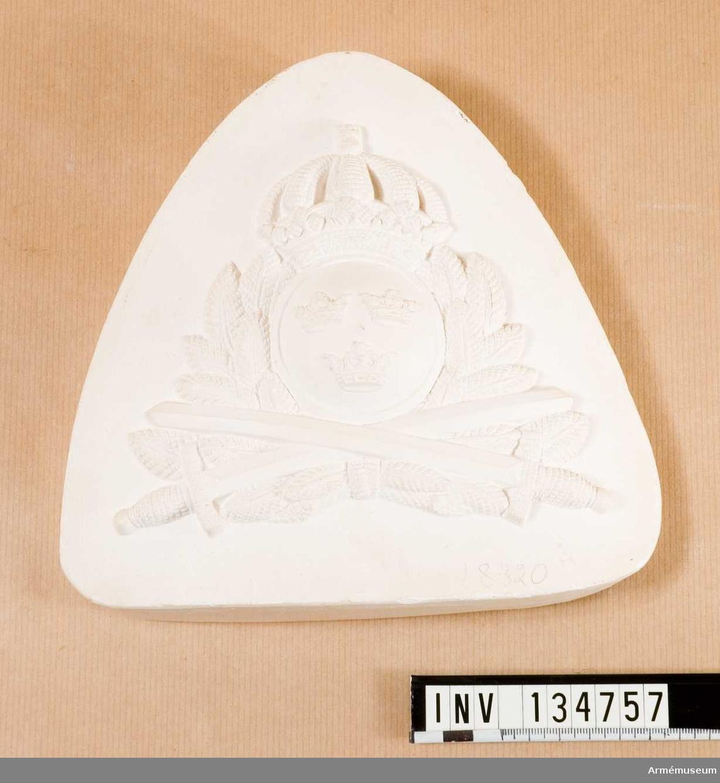 Gipsmodell med mössmärke för armén, provmodell.