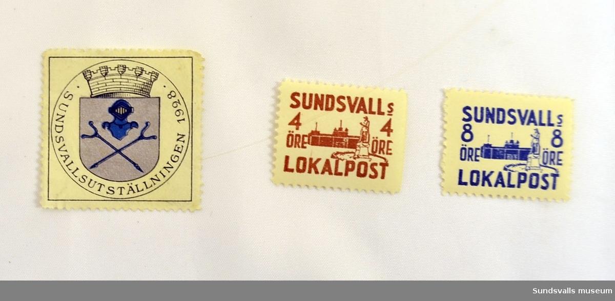 8 öre i blått tryck Motiv: Stora torget, Sundsvall 3x2,5 cm 4 öre i brunt tryck Motiv: Stora torget, Sundsvall 3x2,5 cm Sundsvallsutställningen 1928 Motiv Sundsvalls stadsvapen 3,5 x 3,5