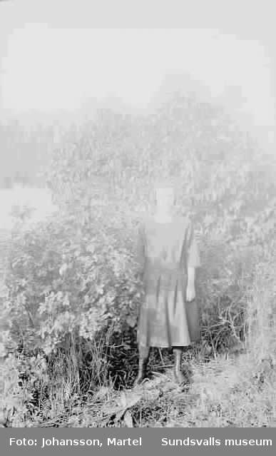 Kvinna utomhus.