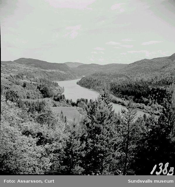 Indalsälven från Järlkvitsle. A) österut  B) västerut