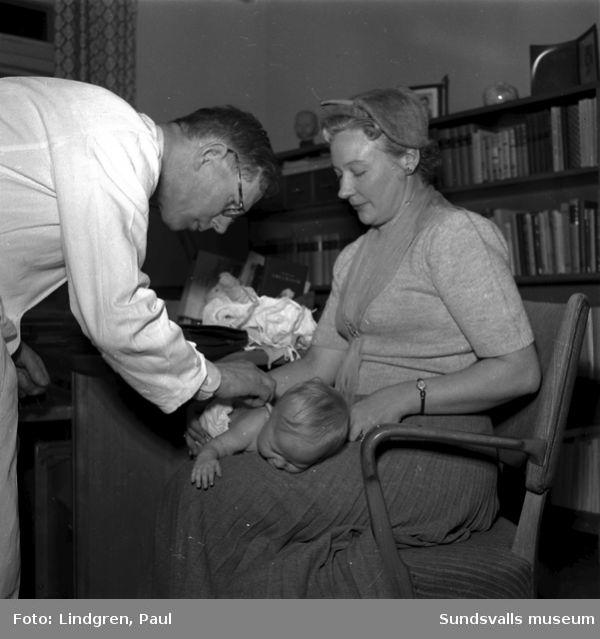 Fru Gyllenhoff på barnsjukhuset.