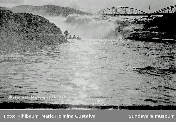 Hammarforsen, bro, män i båt.