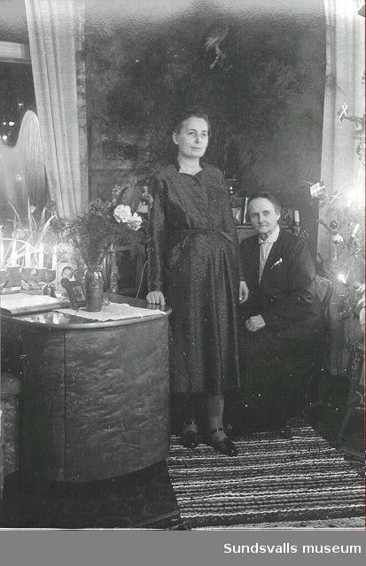 Fotograferna Ester Näslund och Maria Kihlbaum i bostaden på Nygatan 41, Södermalm.