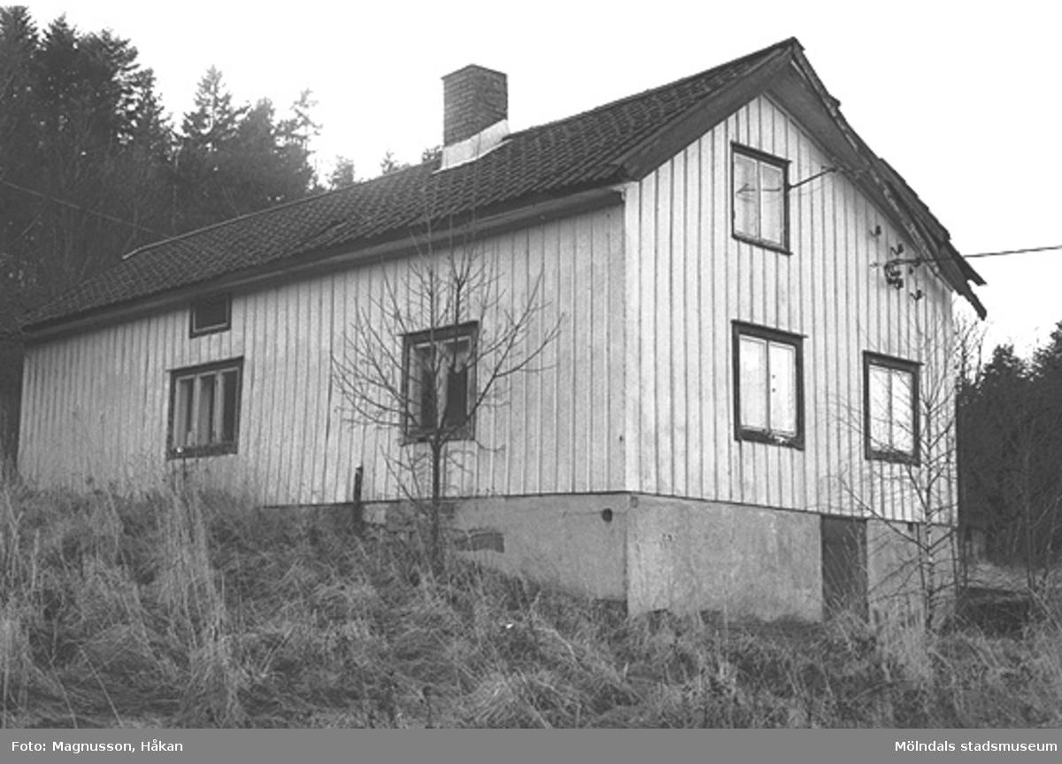 Bostadshus på Tållered 1:8 i Tållered, februari 1991. Fastigheten ägdes av Werner Karlsson (död 1990).