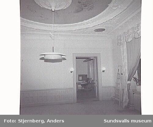 Inför renovering 2:a våningsplanet alla rum mot torget