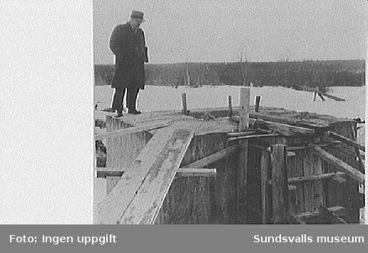 Mastfot till en av rörmasterna vid rundradiostationen i Ljustadalen, 1952.