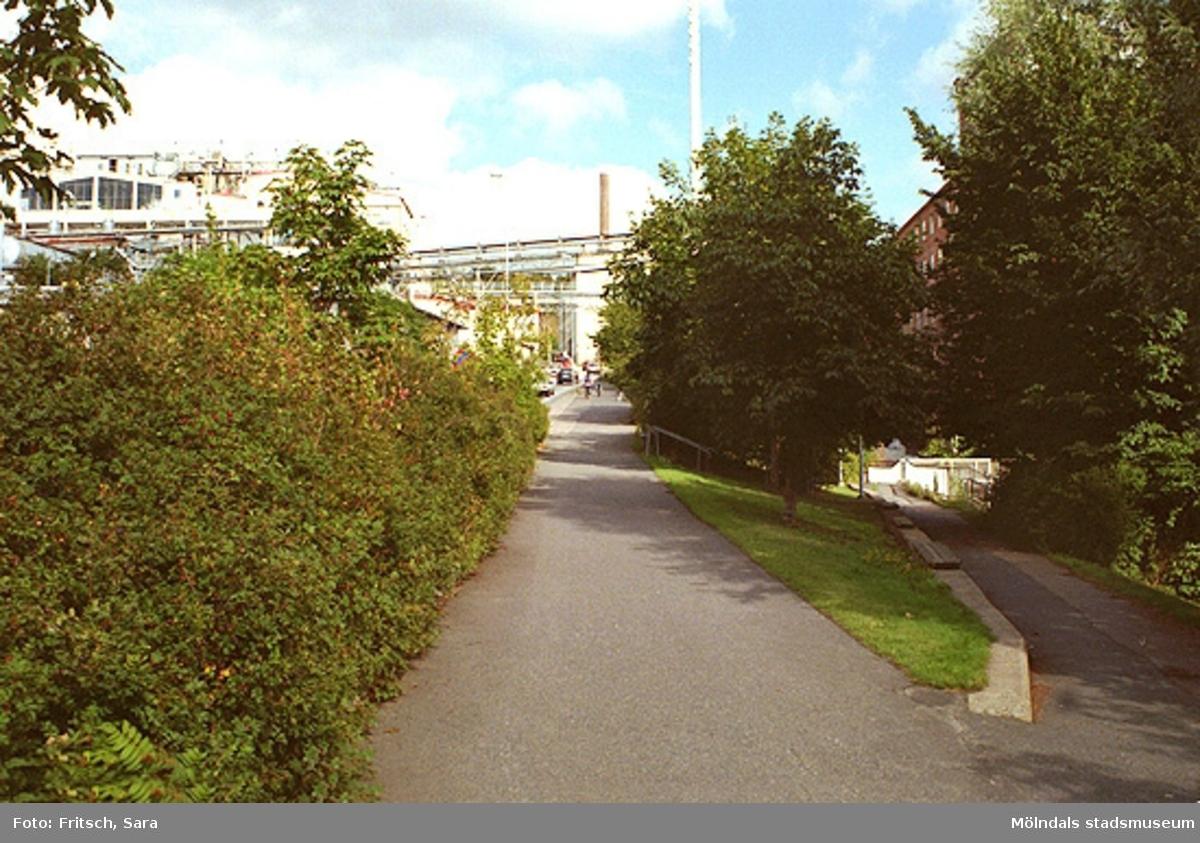 """Foton tagna i samband med rapport """"Mölndals Kvarnby, industrimiljön längs forsen""""."""