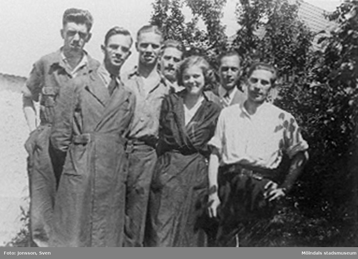 Chefen tog själv kort på personalen varje år. Senare tog han dit en fotograf istället, Karls fru Lilly är femte personen från vänster. De gifte sig 1941. Från vänster: Nygren.