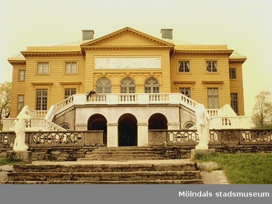Baksidan på Gunnebo slott, juli 1991.