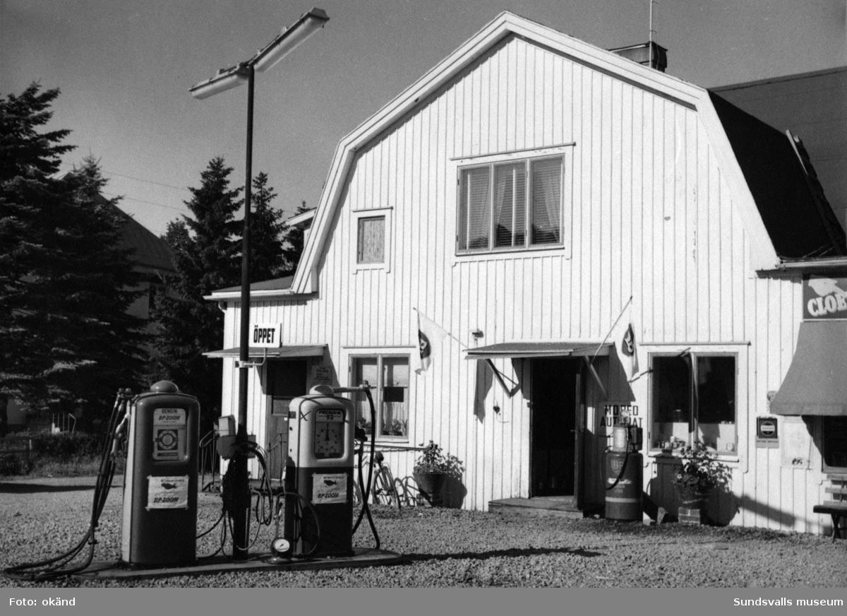 BP-stationen Alnö Vi,  Brovägen 1961. Köpman Axel Johansson.