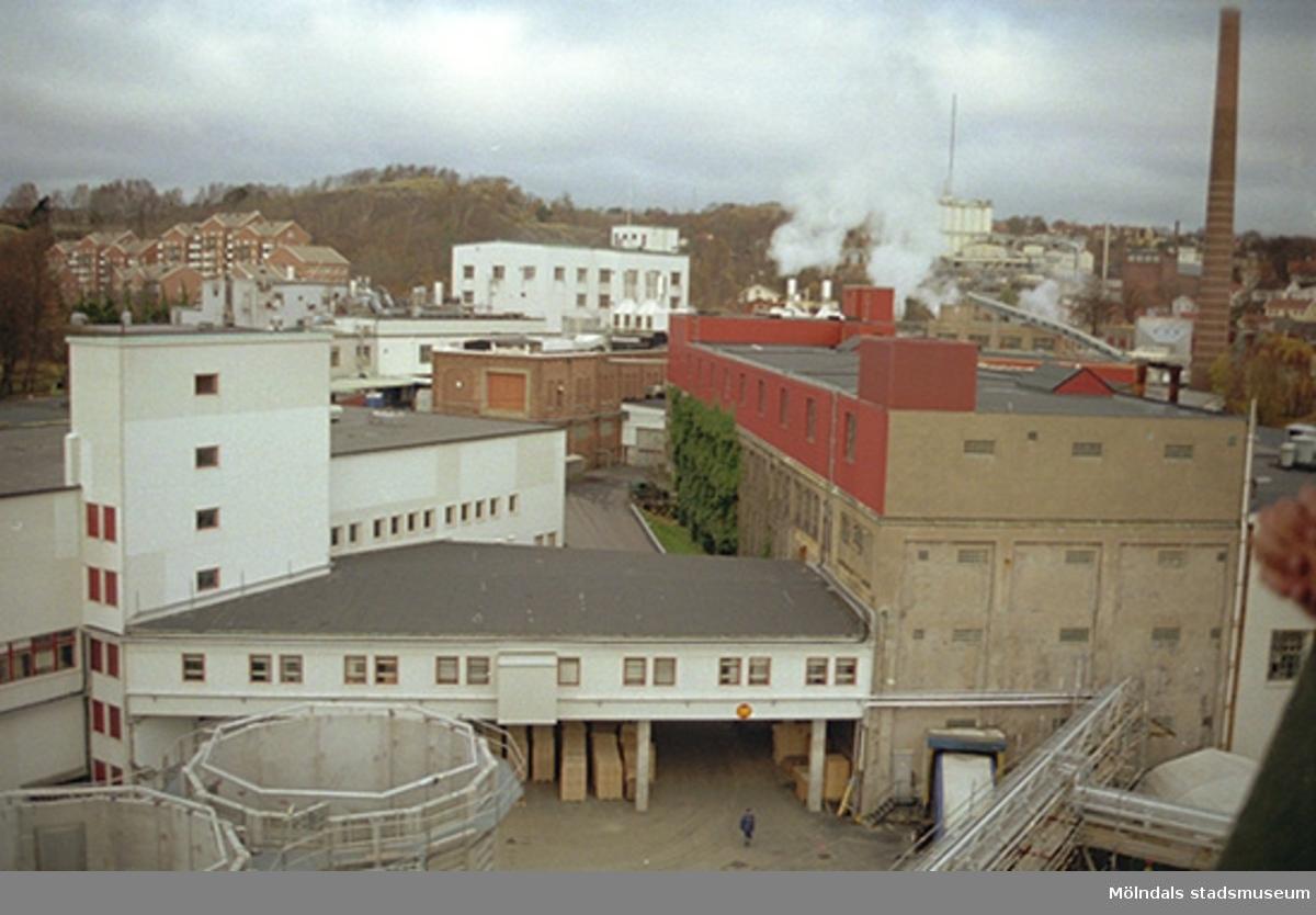 Vy över fabriksområdet. I bakgrunden ses bostadsområdet Silverskatten som ligger till vänster om Störtfjället.