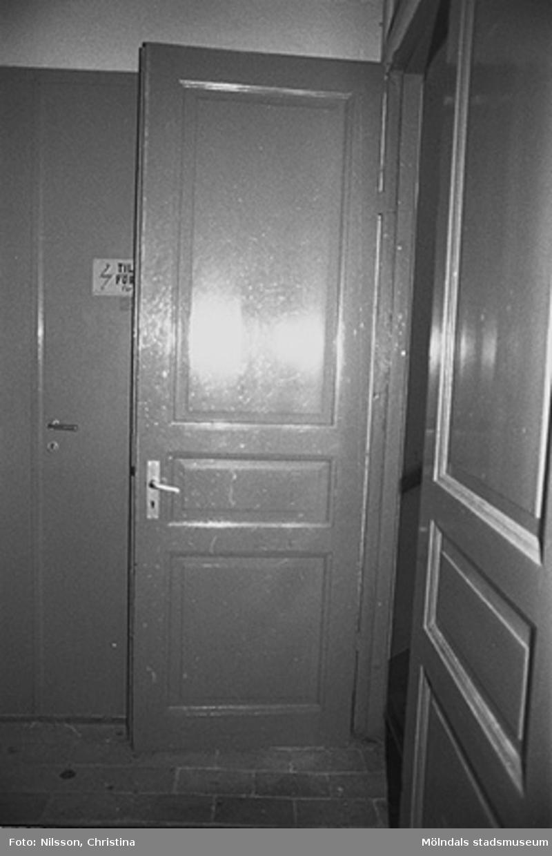 Byggnadsdetaljer: Dörrar i August Werners fabriker i Lindome, hösten 1994.