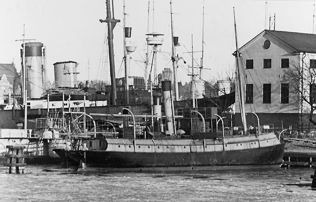 Sjömätningsfartyget Ran (f.d. postångfartyget Polhem) upplagt vid Skeppsholmen, Stockholm, vintern 1933-1934.
