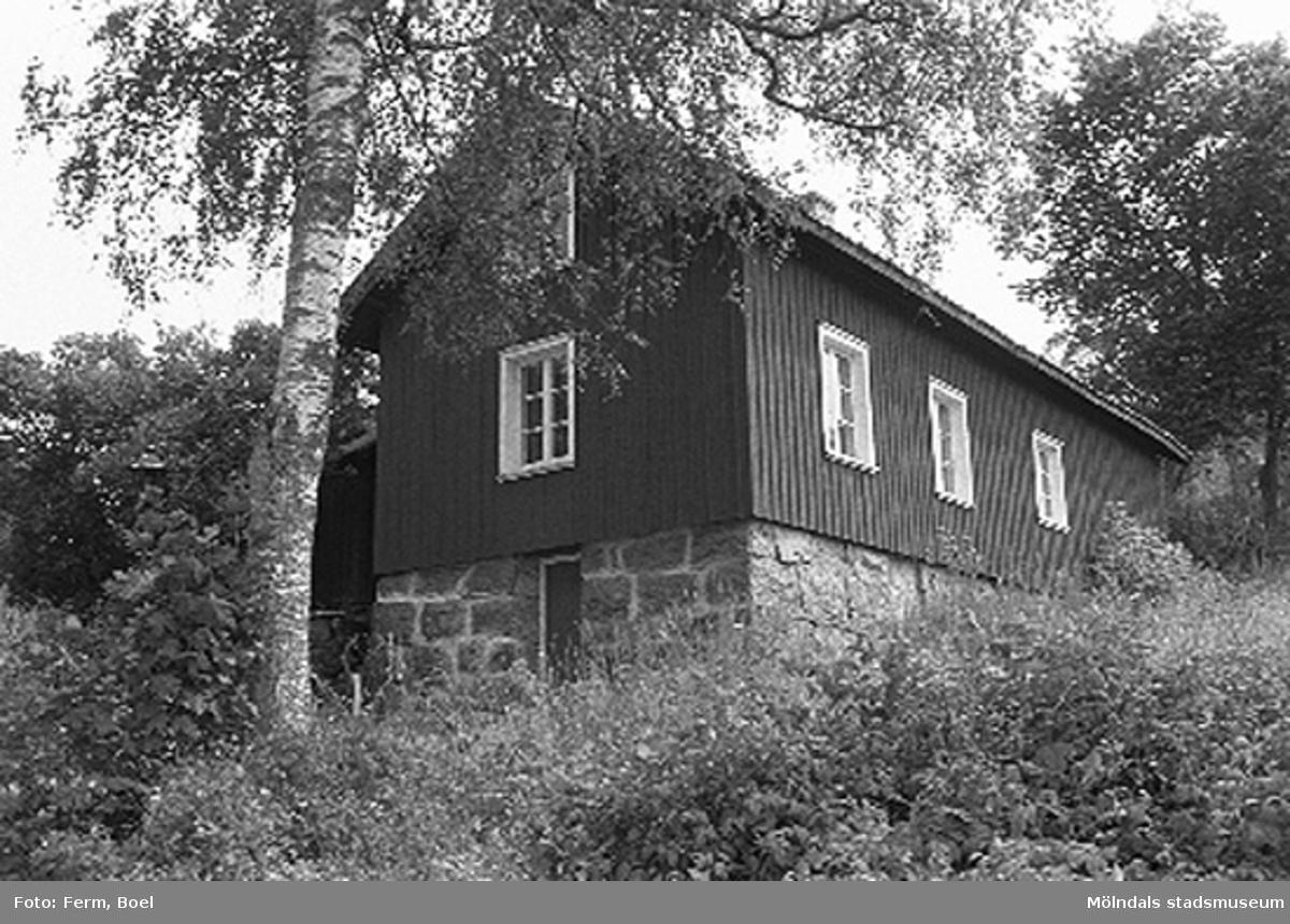 Ett hönshus.Hembygdsgården/Börjesgården i Hällesåker, Lindome 1992-06-29.