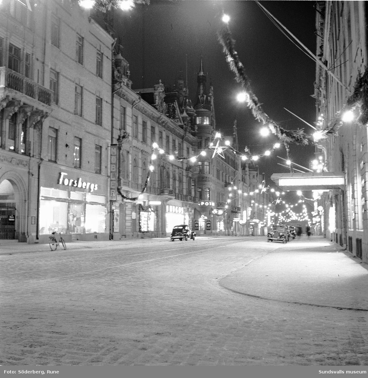 Storgatan med juldekorationer, Sundsvall.