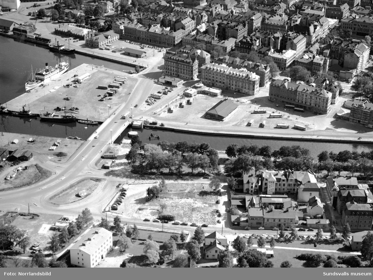 Flygfoton över Folkets park, busstationen, Norrmalm, Norra kajen och Tivolibron.
