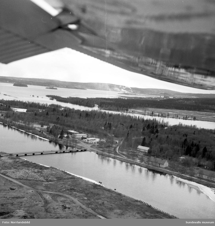 Flygfoton över Alnö, Alnösundet och omkringliggande kuster. Tjuvholmen, Korsta, Tunadal.