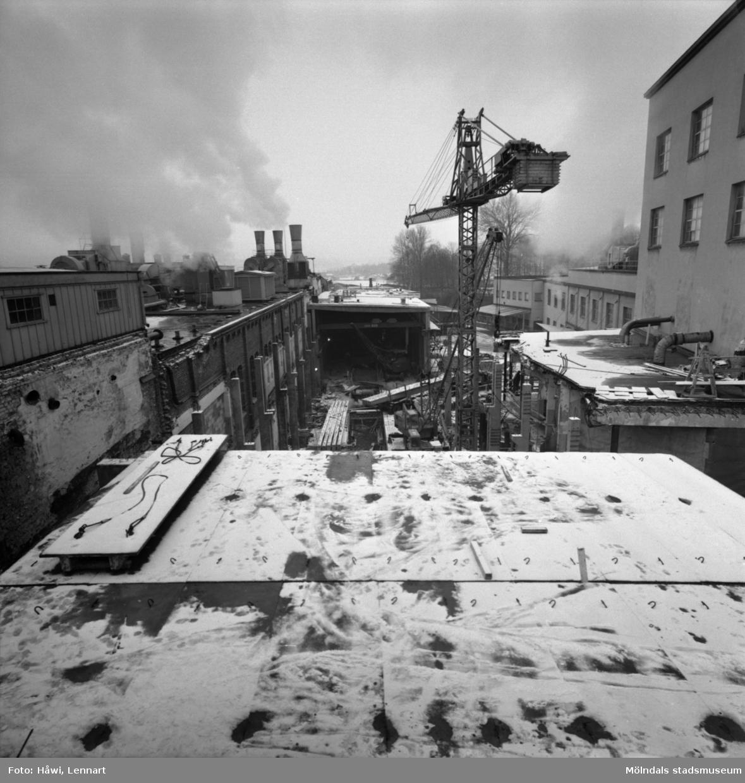 Gjutning vid byggnad nr 9 på Papyrus i Mölndal, 18/2 1965.