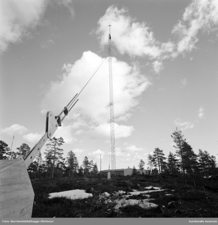 TV-masten på Södra berget under byggnation, 220 meter.