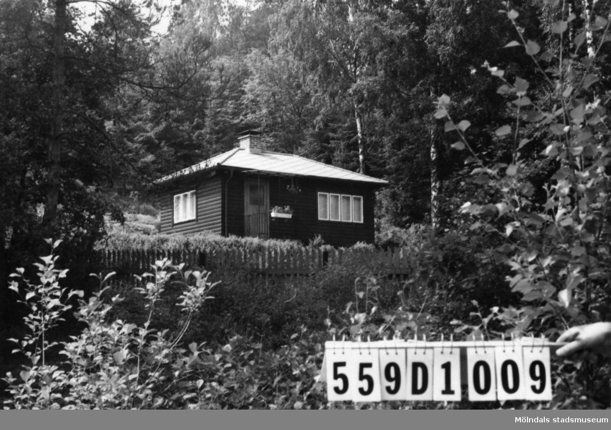 Byggnadsinventering i Lindome 1968. Ingemantorp 2:28. Hus nr: 559D1009. Benämning: fritidshus och redskapsbod. Kvalitet: mycket god. Material: trä. Tillfartsväg: framkomlig. Renhållning: soptömning.