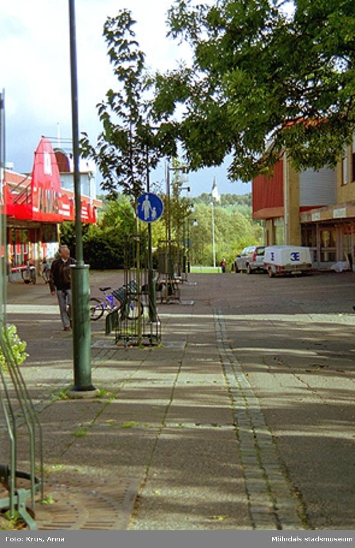 Blickpunkt för gågatan i Lindome centrum.