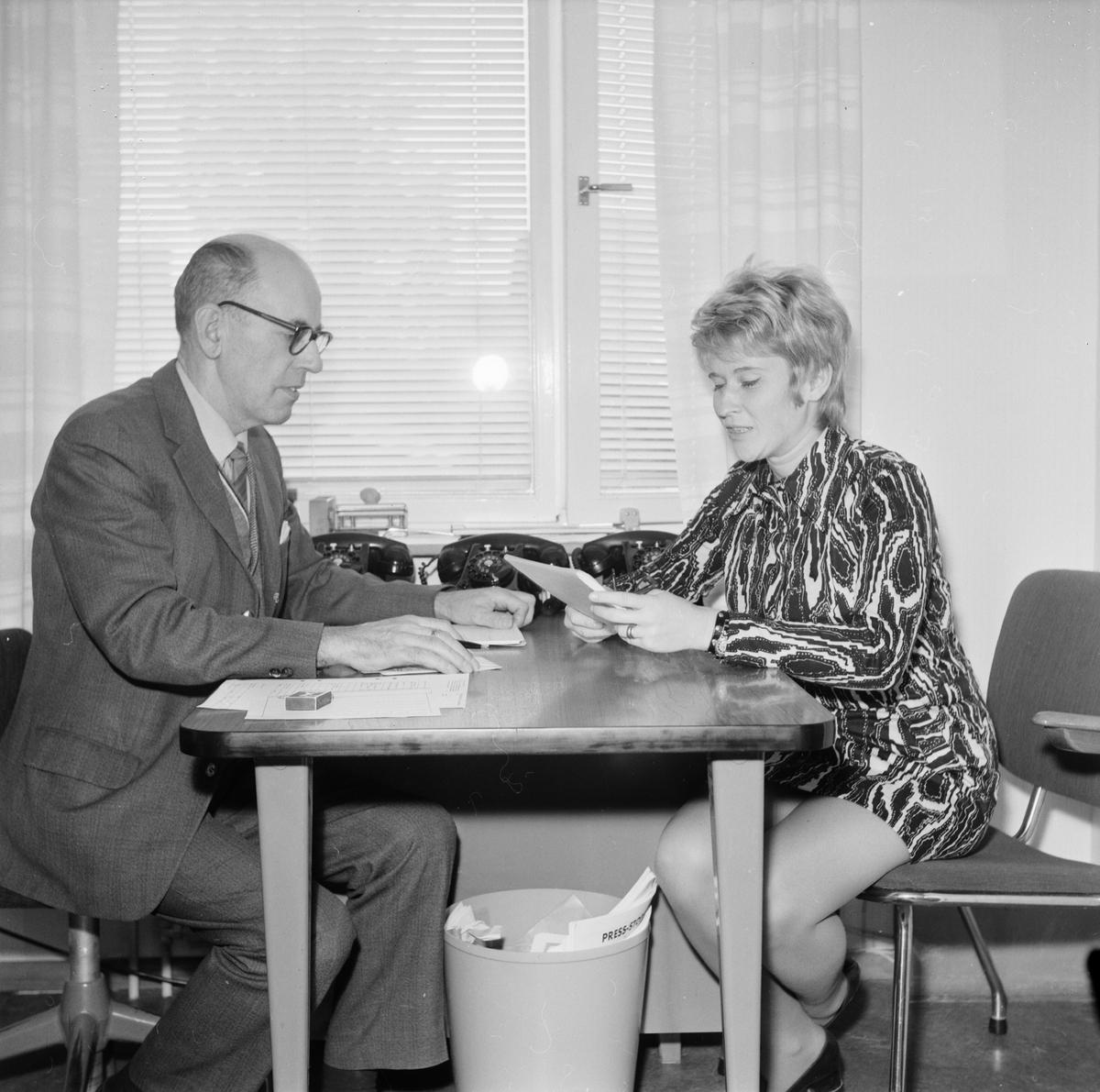 Arbetsförmedlingens föreståndare Allan Bergerstedt och assistenten Kerstin Währn