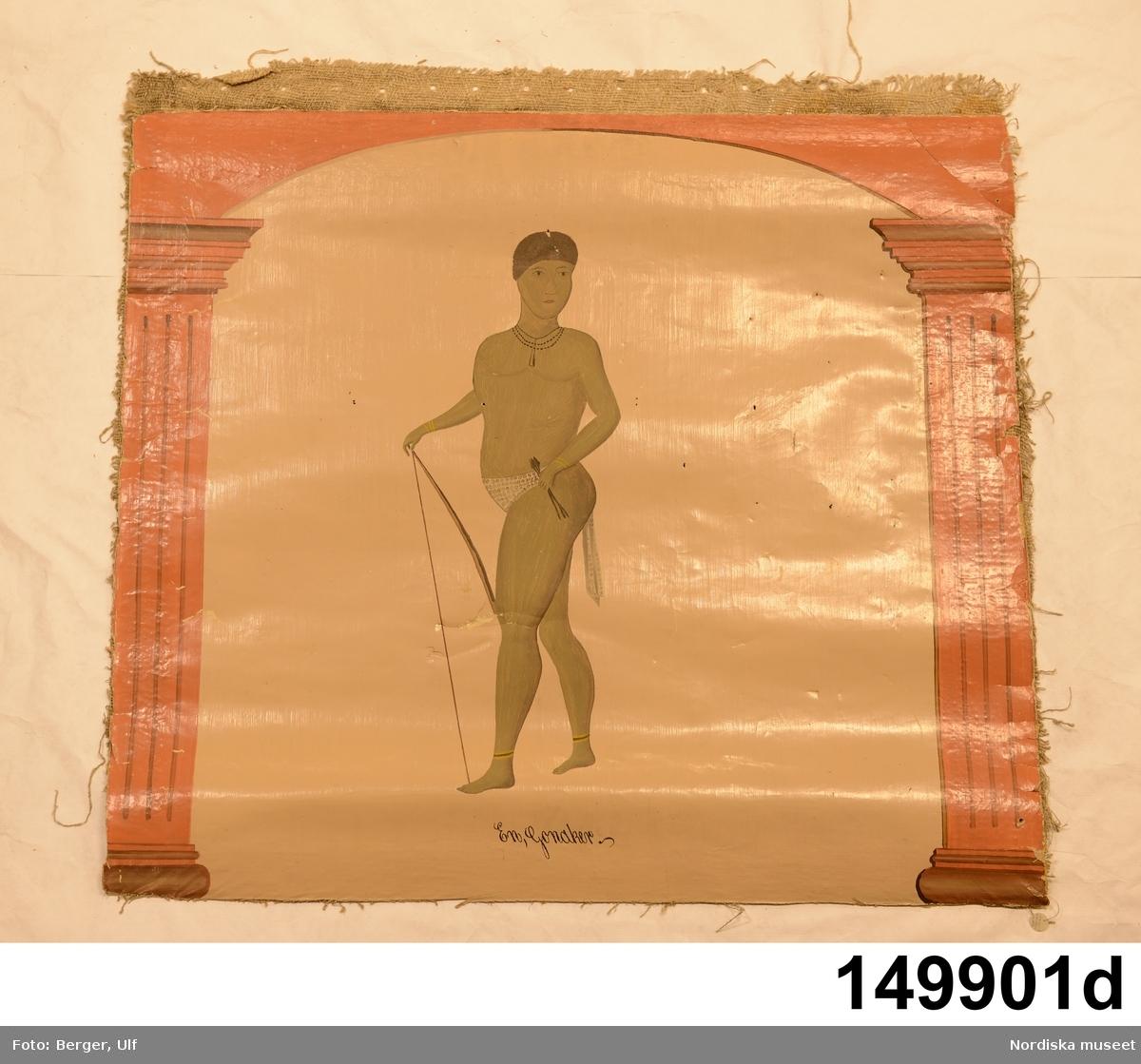 """Väggmålning i sex delar. Oljemålning på väv. Rektangulära fält med ljust beige bottenfärg, fälten vertikalt indelade av kolonner i orange färg. Valvbågar mellan kolonnerna under vilka olika människor står.  A. Tre personer, en under varje valvbåge. Till vänster och i mitten en turkisk Janitschar, till höger en staty föreställande Gustav III. Se beskrivning under A. B. Två personer under samma valvbåge. En vit man med piska hotar en svart man. Se beskrivning under B. C. Två personer under var sin valvbåge. Till vänster en man med bar överkropp och snabelskor, till höger en kvinna med bar överkropp och solfjäderformad huvudbonad. Se beskrivning under C. D. En man med mörk hudfärg, naken sånär som på höftskynke hållande pilbåge. Se beskrivning under D. E. En man med mörk hudfärg med turbanliknande huvudbonad och inlindad i tygstycke. Se beskrivning under E. F. En kvinna med mörk hudfärg med bar överkropp. Kjolliknande klädesplagg på underkroppen. Se beskrivning under F.  I bilagan skriver säljaren, Jonas Eriksson från gården Ängs, att målningarna består av tio delar. Sex delar är förvärvade av museet. Även årtalet för utförandet fanns målat i rummet, men detta är inte med i förvärvet. Säljaren uppger att målningarna är utförda av en man med namnet Hedén, bördig från Falun men boende """"den tiden"""" i Vängsbo by i Ovanåkers socken, under 1860-talet. Väggfälten var placerade i sängstukammaren i stora mangårdsbyggningen på norra sidan på den övre våningen. Nedanför målningarna fanns en bröstpanel ovanför dessa en taklist (skiss i bilagan), båda vitmålade. Våggmålningarna erbjöds museet då de skulle plockas ned från väggen.  Se uppgifter om påförd text, mått, färg, material och teknik under NM.0149901. /Maria Maxén 2012-02-29"""