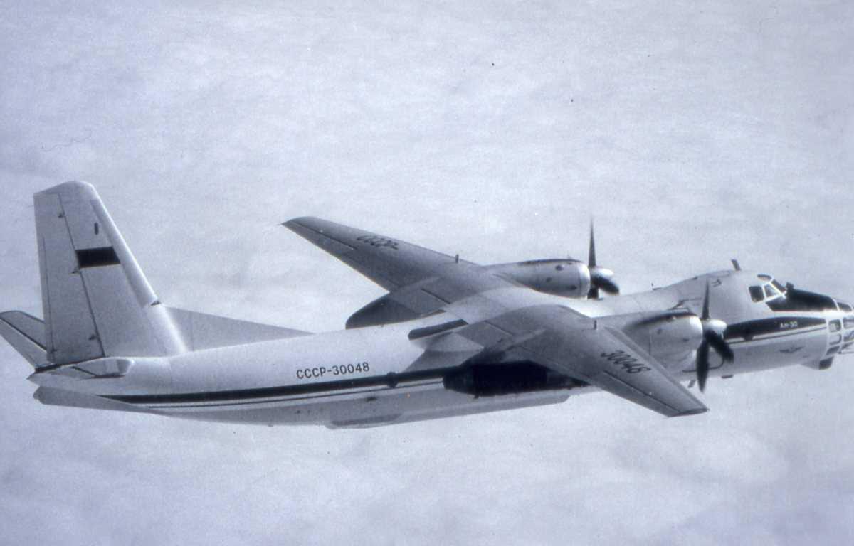 Russisk fly av typen Clank med nr. CCCP-30048.