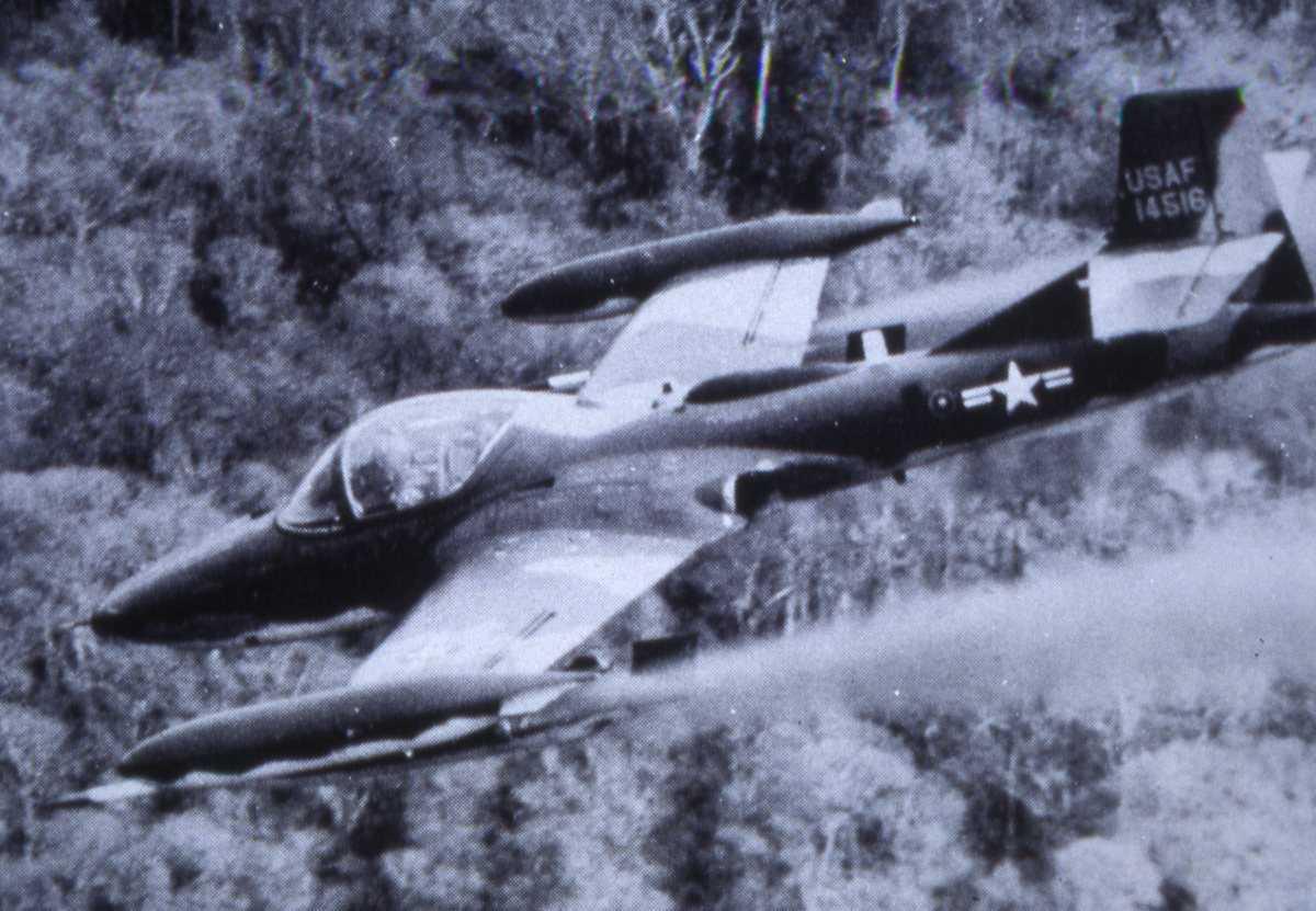 Amerikansk fly av typen A-37B Dragonfly med nr. 14516.