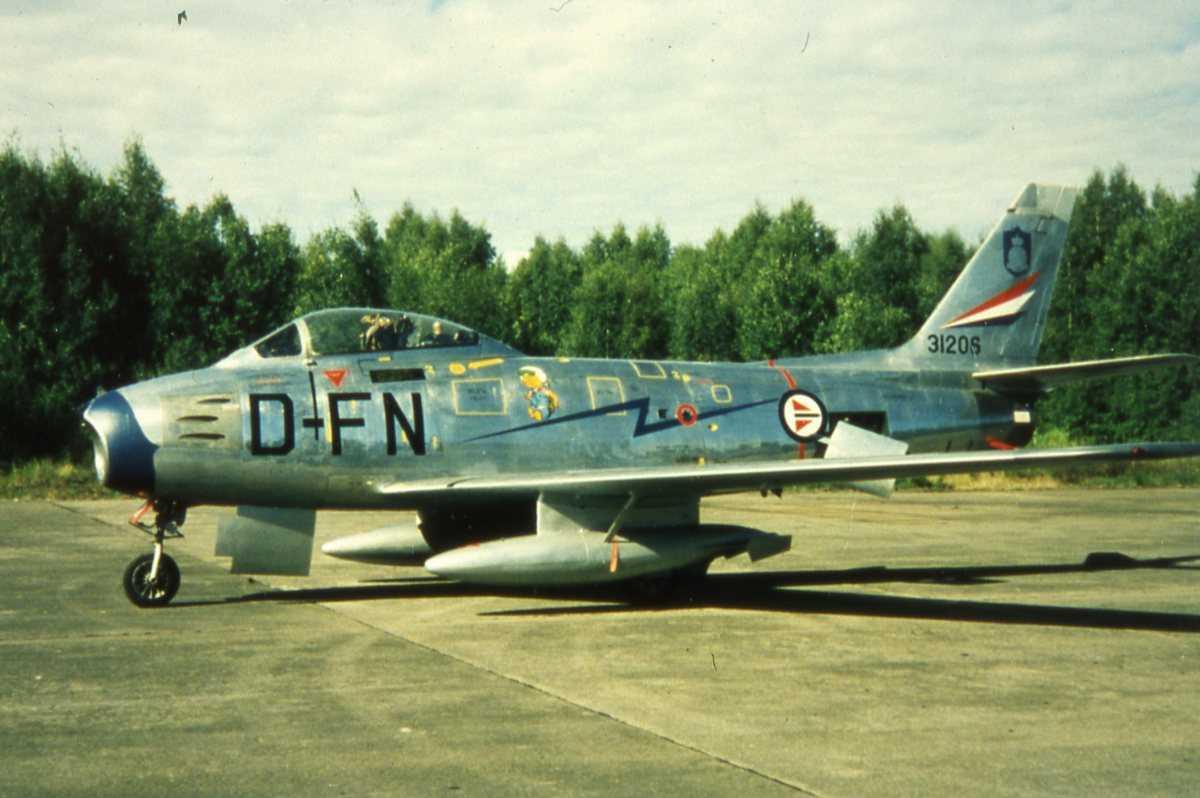 Norsk fly av typen F-86F Sabre med kjennemerke FN-D og nr. 31206.