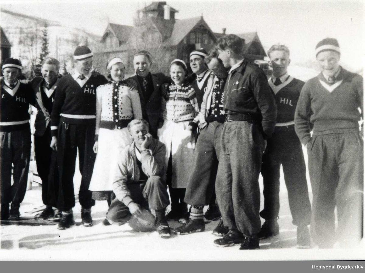 Hemsedøler. Frå venstre: nr.3 Knut Solheim; nr.7 Mekkel Ødegård; på huk Olav E. Fekene på Maristuen på Filefjell.