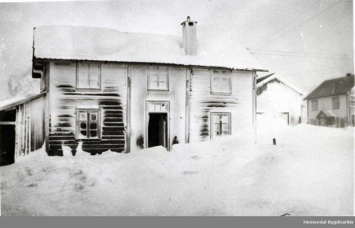 Bruvold på Tuv ein vinterdag, kring 1935, etter eit kraftig uvêr.