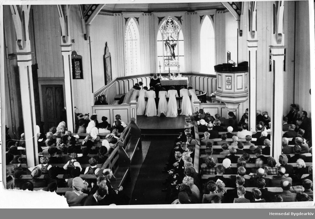 Konfirmasjon i Hemsedal kyrkje i 1948.