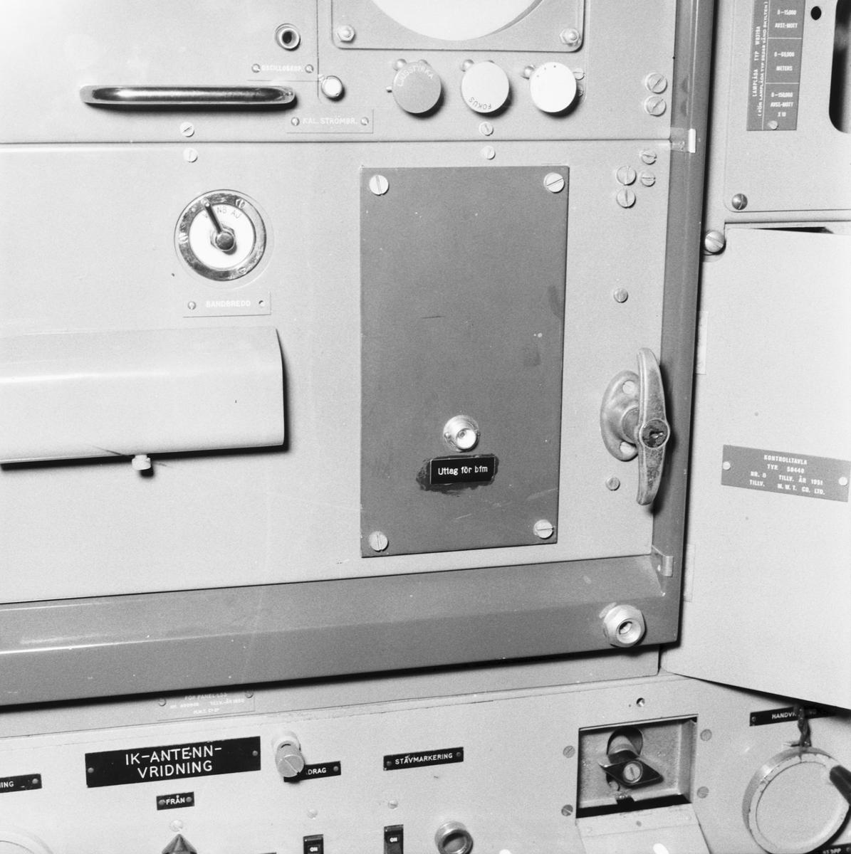 Fartyg: J20 Östergötland               Bredd över allt 11.2 meter Längd över allt 107.0 meter  Rederi: Kungliga Flottan, Marinen Byggår: 1956 Varv: Götaverken, Göteborgs MV Övrigt: Mätinstrument för radar.