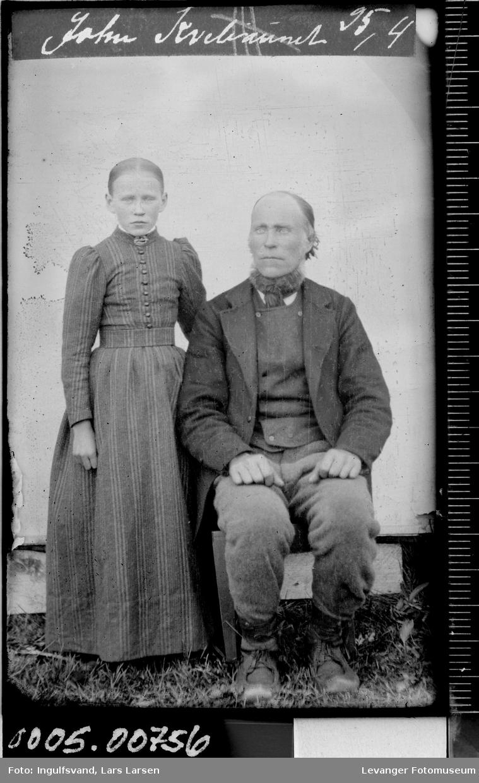 Portrett av en jente og en mann.