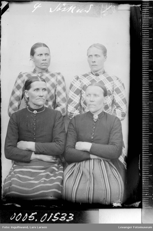 Portrett av fire kvinner.