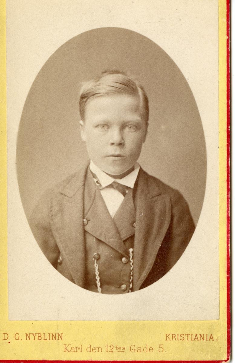 Portrett av ung gut, Olav A.Gøytil