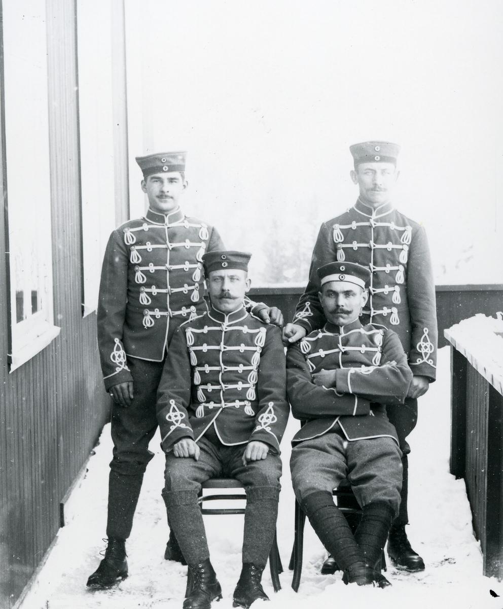 Fire tyske soldater på veranda på Løken hotell