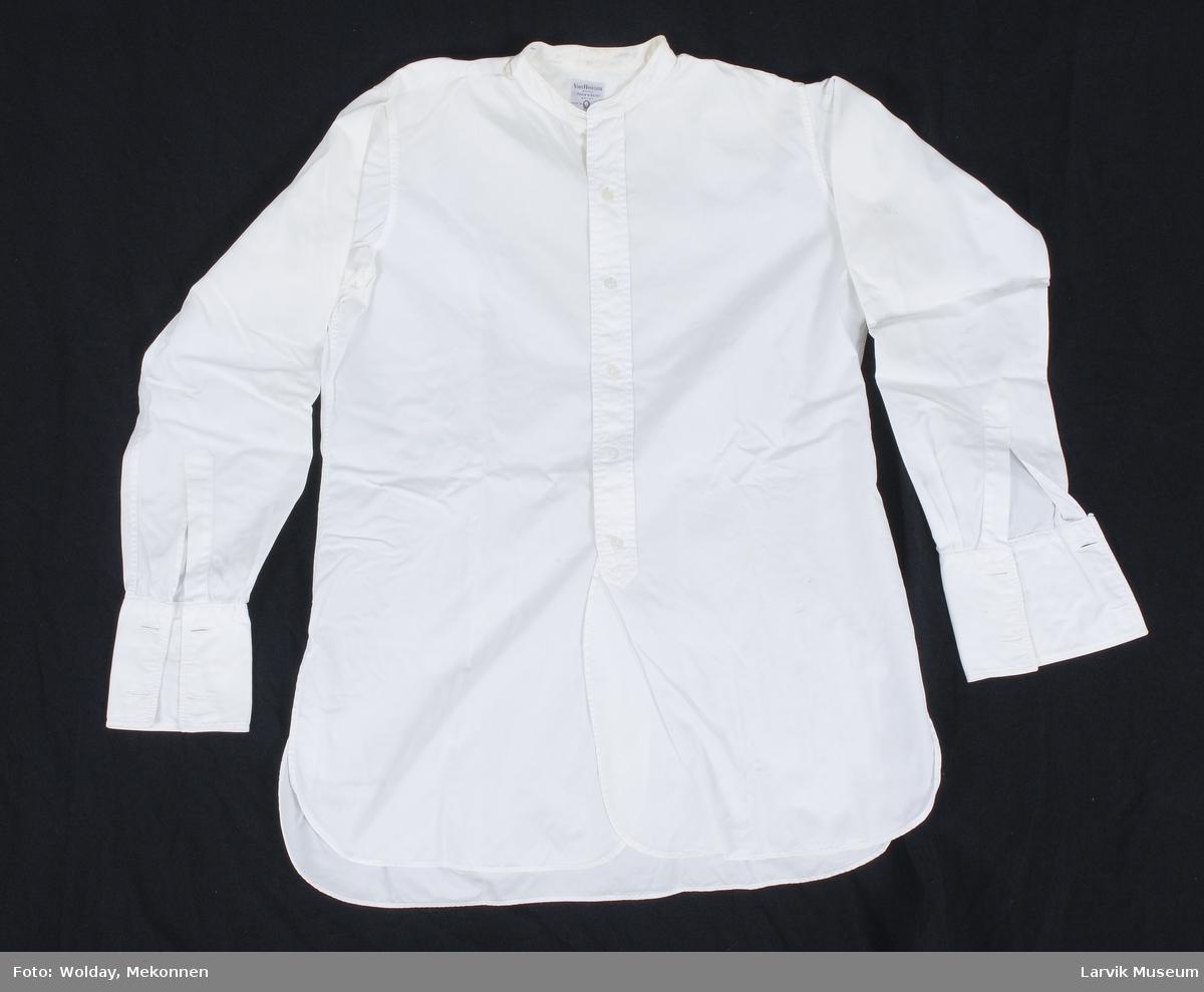 Form: bomullstøy, hvitt, 5 knapper,helt åpen midt