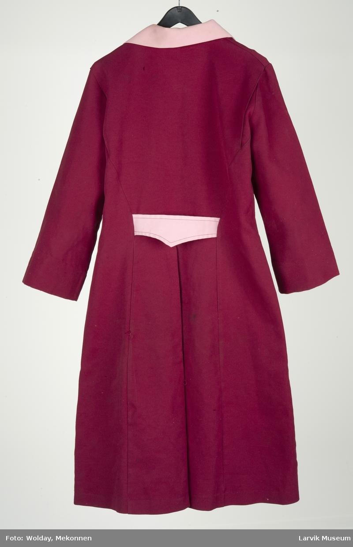 Formsydd forkle/frakk med knapping i front, brystlomme og 2 frontlommer, spensel bak