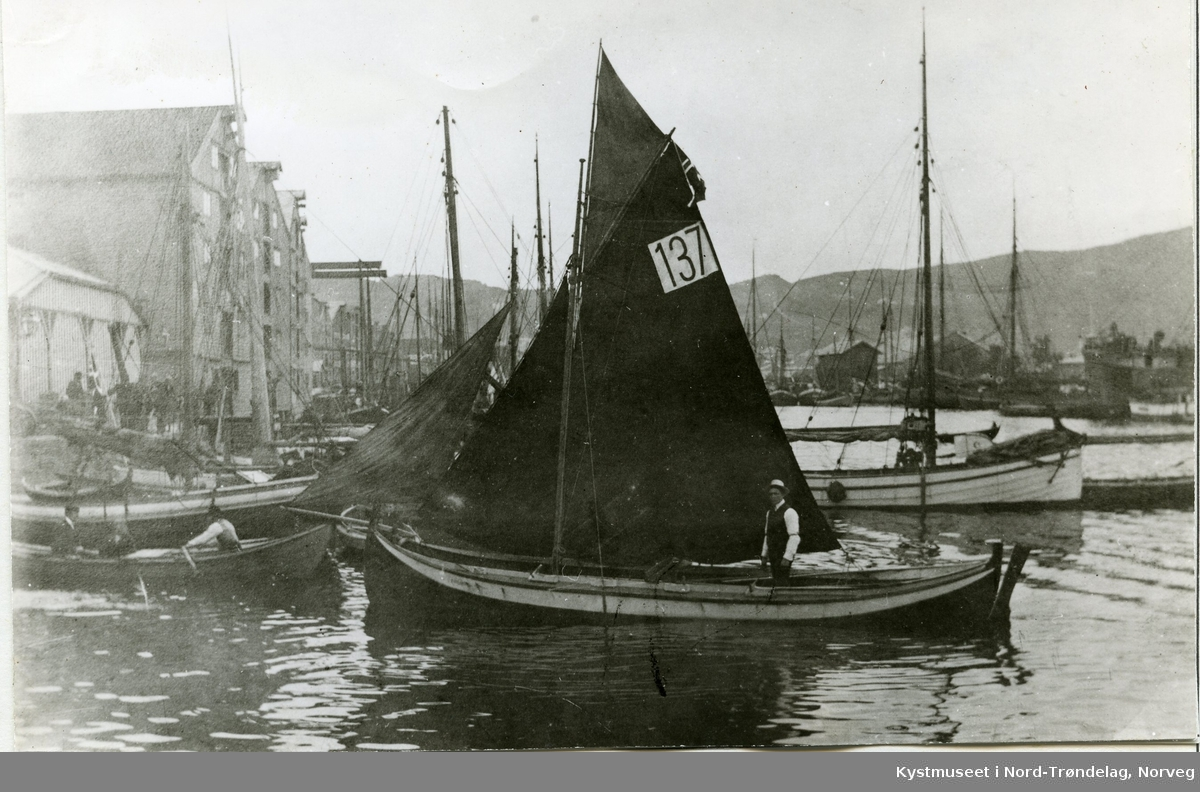 "Trondheim, ""Kobbrømming"", Åfjordsbåt"